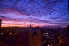 Mooie zonsondergang en kerk Senhor Bom Jesus do Cabral stock fotografie