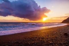 Mooie zonsondergang en overzees Stock Fotografie