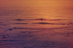 Mooie zonsondergang in het overzees, Doubai Royalty-vrije Stock Foto's