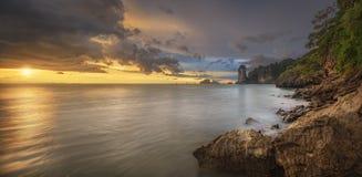 Mooie zonsondergang met kleurrijke hemel Royalty-vrije Stock Fotografie