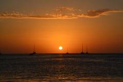 Mooie zonsondergang op Caye-Breeuwijzereiland in Belize stock fotografie