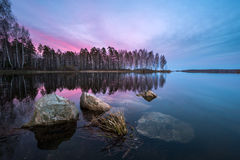 Mooie zonsondergang op het meer royalty-vrije stock foto's
