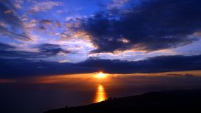 Mooie zonsondergang op het overzees royalty-vrije stock fotografie