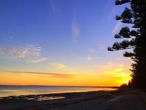 Mooie zonsondergang op het strand Stock Afbeelding