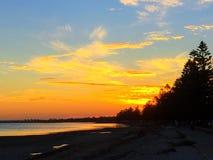 Mooie zonsondergang op het strand Royalty-vrije Stock Afbeeldingen