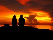 Mooie zonsondergang op overzees strand Stock Foto