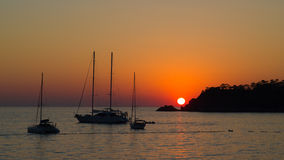 Mooie zonsondergang op zee Stock Fotografie