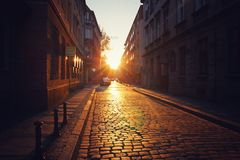Mooie zonsondergang in oude stad Stock Foto