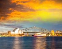 Mooie zonsondergang over de horizon van Sydney, Australië Stock Fotografie