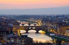 Mooie zonsondergang over de rivier Arno in Florence Royalty-vrije Stock Foto