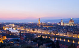 Mooie zonsondergang over de rivier Arno in Florence Stock Afbeelding
