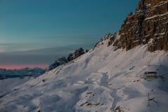 Mooie zonsondergang over de winterhelling van populaire toerist Tre Cime royalty-vrije stock fotografie