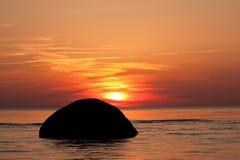 Mooie zonsondergang over het overzees Stock Foto's