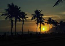 Mooie zonsondergang over Ipanema-strand in Rio de Janeiro royalty-vrije stock foto's