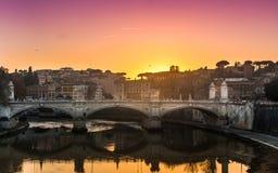 Mooie Zonsondergang in Rome Stock Afbeeldingen