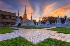Mooie zonsondergang in Wat Suan Dok Boeddhistische tempel Wat in Chiang Mai Stock Afbeeldingen