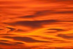 Mooie zonsonderganghemel met lenticular wolken Royalty-vrije Stock Afbeelding