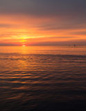 Mooie zonsonderganghemel over de Oostzee stock foto's
