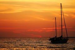 Mooie zonsonderganghemel over oceaan Stock Fotografie