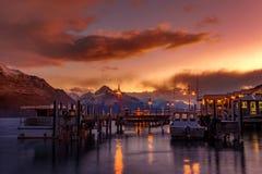 Mooie zonsonderganghemel van haven van van het het zuidenland van meerwakatipu nieuwe zea stock fotografie