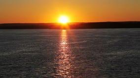 Mooie zonsondergangmening van het dek van het schip stock footage