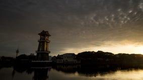 Mooie zonsopgang bij de rivier in Alor Setar, Maleisië stock videobeelden