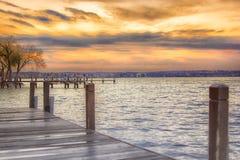 Mooie zonsopgang bij het meer Stock Foto's