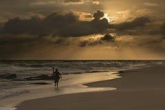 Mooie zonsopgang bij het strand Stock Afbeelding