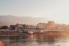 Mooie zonsopgang in Budva stock foto