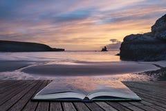 Mooie zonsopgang landsdcape van idyllisch Broadhaven-Baaistrand  Royalty-vrije Stock Foto