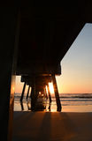 Mooie zonsopgang over de oceaan en de pijler Royalty-vrije Stock Afbeeldingen