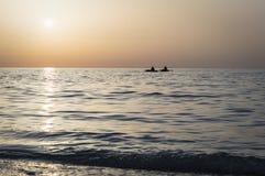 Mooie zonsopgang over het overzees, zonweg, vissers Royalty-vrije Stock Fotografie