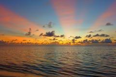 Mooie zonsopgang over Vreedzame Oceaan stock fotografie