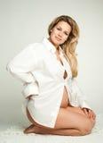 Mooie zwangere vrouw Stock Foto's
