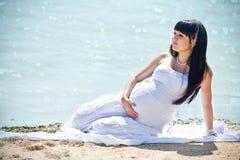 Mooie zwangere vrouw Royalty-vrije Stock Afbeeldingen