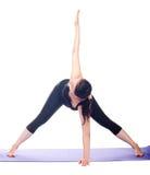Mooie zwangere vrouw het praktizeren yoga Stock Afbeelding