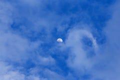 Moon och moln Royaltyfria Foton