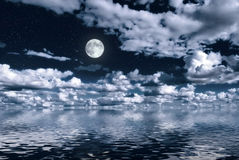 Free Moon Over Water Royalty Free Stock Photography - 17677047