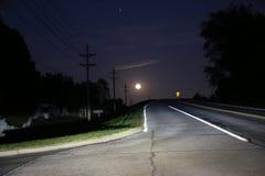 Moon på horisonten Fotografering för Bildbyråer