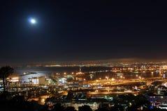 Moon sopra il porto di Città del Capo Fotografie Stock