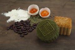 Moon traditionellen Kuchen des Kuchens des Vietnamesen - chinesisches mittleres Herbstfestivallebensmittel Lizenzfreies Stockbild