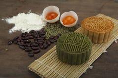 Moon traditionellen Kuchen des Kuchens des Vietnamesen - chinesisches mittleres Herbstfestivallebensmittel Lizenzfreie Stockbilder