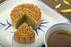 Moon traditionellen Kuchen des Kuchens des Vietnamesen - chinesisches mittleres Herbstfestivallebensmittel Lizenzfreies Stockfoto