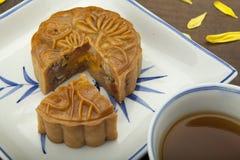 Moon traditionellen Kuchen des Kuchens des Vietnamesen - chinesisches mittleres Herbstfestivallebensmittel Stockfotos