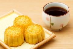Mooncake и чай стоковое изображение rf