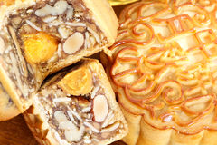 Mooncake с гайками и завалкой желтка Стоковое Изображение RF