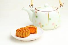 Mooncake с чайником стоковая фотография rf