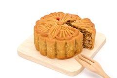 Mooncake auf hölzerner Platte für das chinesische mittlere Herbstfestival Stockfotografie