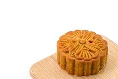 Mooncake auf hölzerner Platte für das chinesische mittlere Herbstfestival Lizenzfreies Stockbild