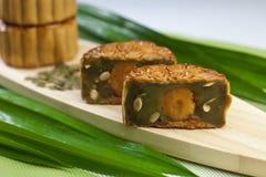 Mooncake del sabor de Pandan con la semilla de la calabaza Fotografía de archivo libre de regalías
